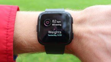 Fitbit Versa Smartwatch Giveaway header