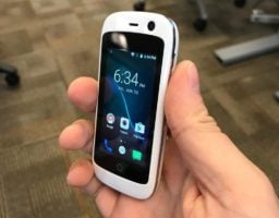 Jelly Pro: Smallest 4G Smartphone